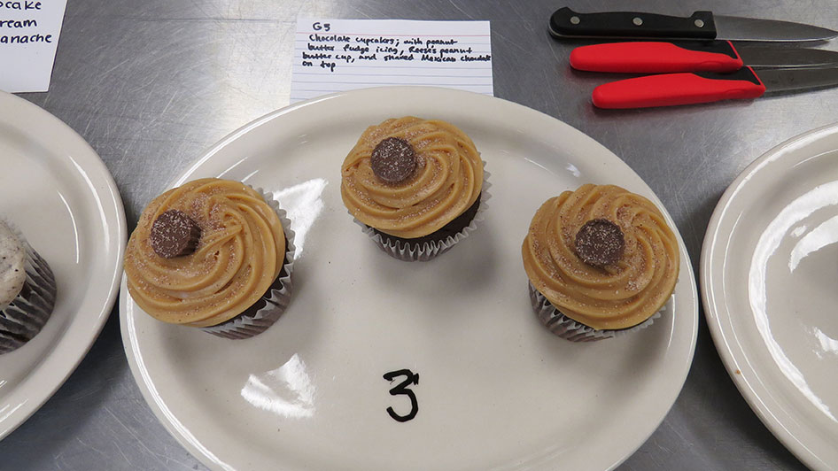 2015-04-17-cupcake-wars-2015-11am-03