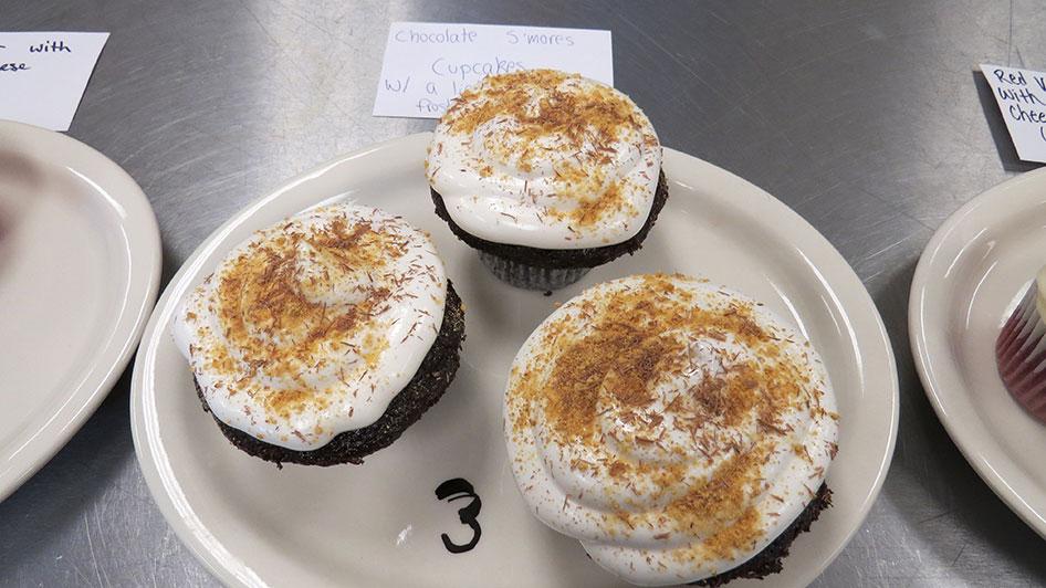 2015-04-17-cupcake-wars-2015-12pm-03
