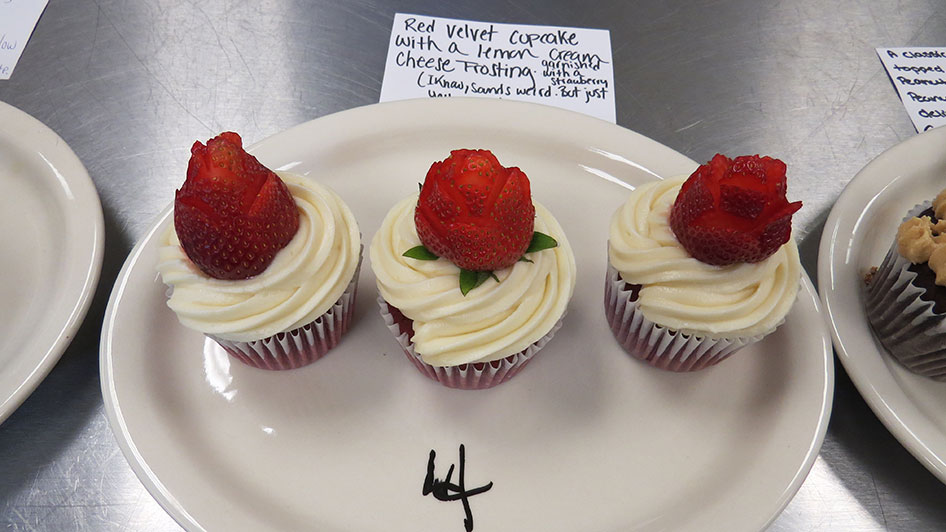 2015-04-17-cupcake-wars-2015-12pm-04