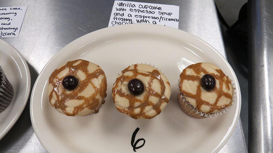 2015-04-17-cupcake-wars-2015-12pm-06