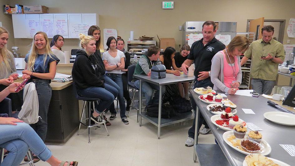 2015-04-17-cupcake-wars-2015-12pm-14