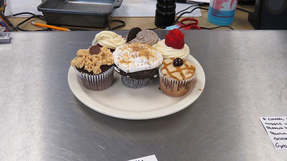 2015-04-17-cupcake-wars-2015-12pm-17