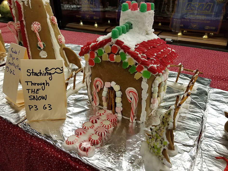 2017-12-15-gingerbread-houses-08