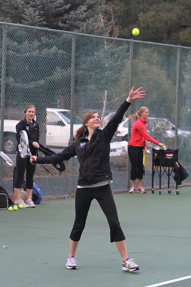 2012-04-09-girls-tennis-01