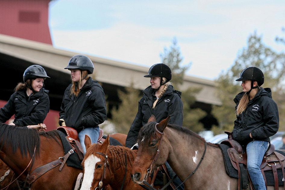 2014-02-25-equestrian-team-10