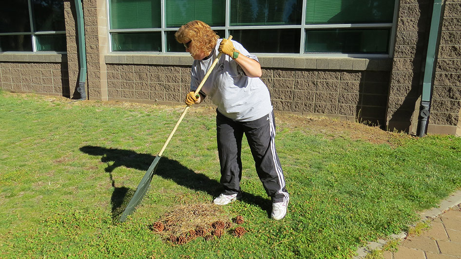 2014-08-29-Staff-Grounds-Cleanup-Day-03