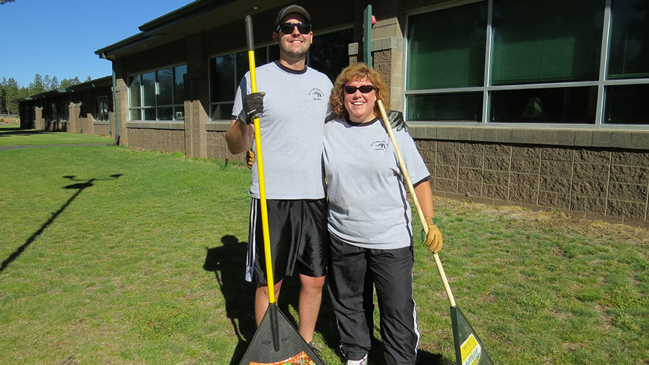 2014-08-29-Staff-Grounds-Cleanup-Day-04