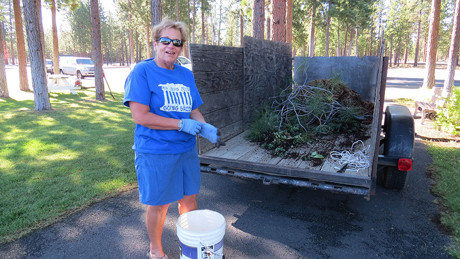 2014-08-29-Staff-Grounds-Cleanup-Day-06