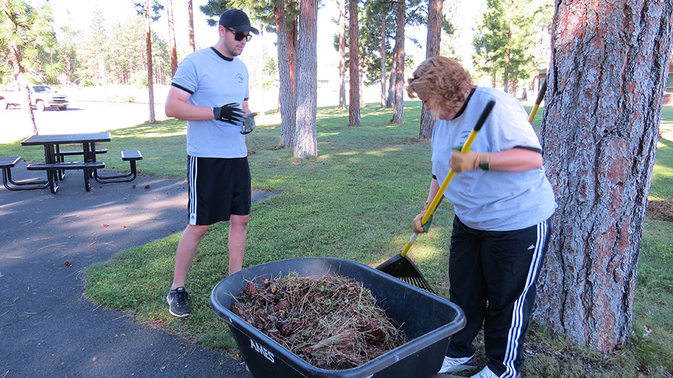 2014-08-29-Staff-Grounds-Cleanup-Day-08