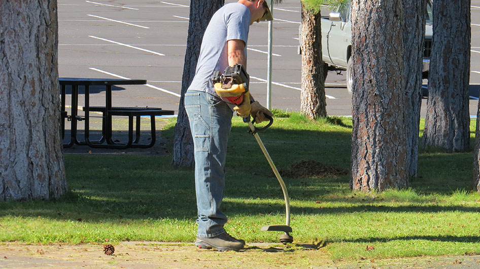 2014-08-29-Staff-Grounds-Cleanup-Day-13