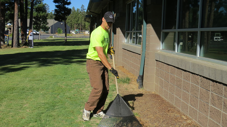 2014-08-29-Staff-Grounds-Cleanup-Day-17