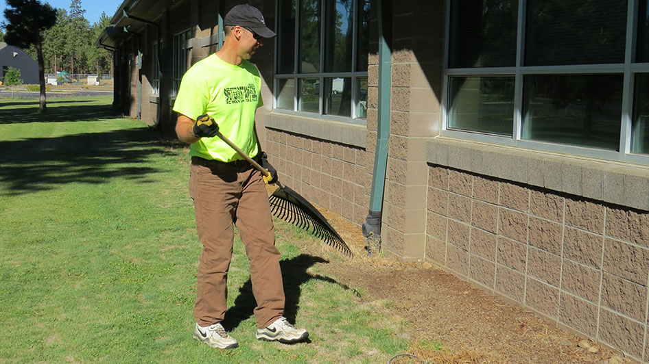 2014-08-29-Staff-Grounds-Cleanup-Day-18
