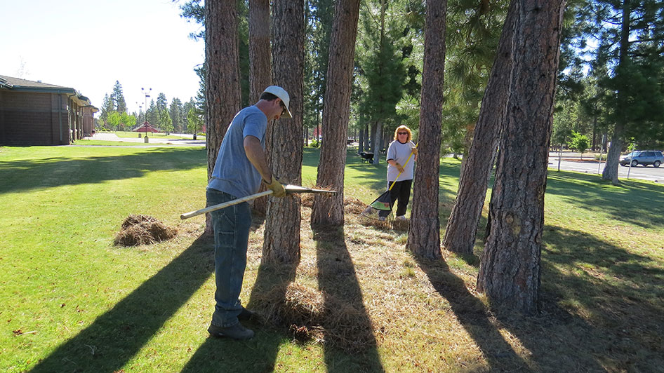 2014-08-29-Staff-Grounds-Cleanup-Day-20
