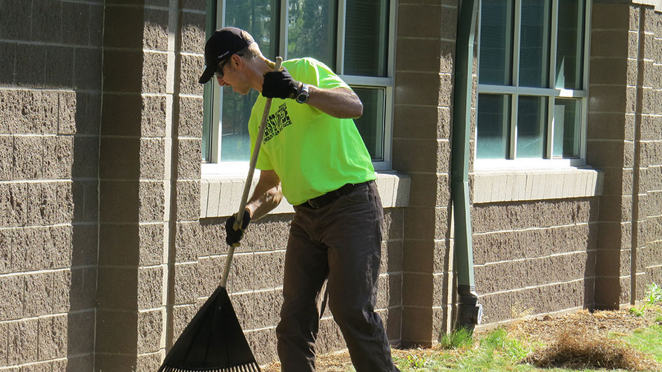 2014-08-29-Staff-Grounds-Cleanup-Day-22