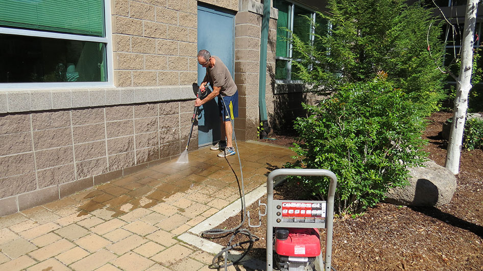 2014-08-29-Staff-Grounds-Cleanup-Day-24