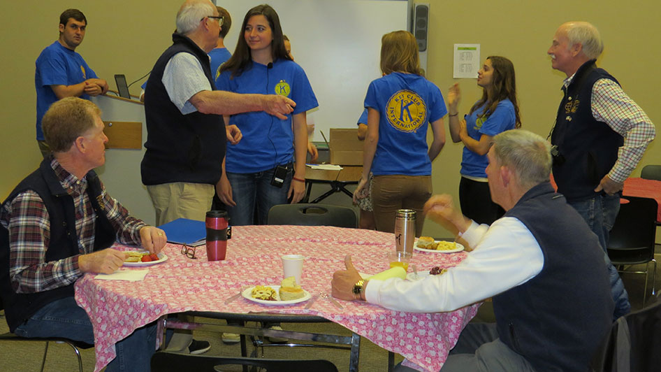 2015-05-07-Key-Club-Annual-Kiwanis-Breakfast-06