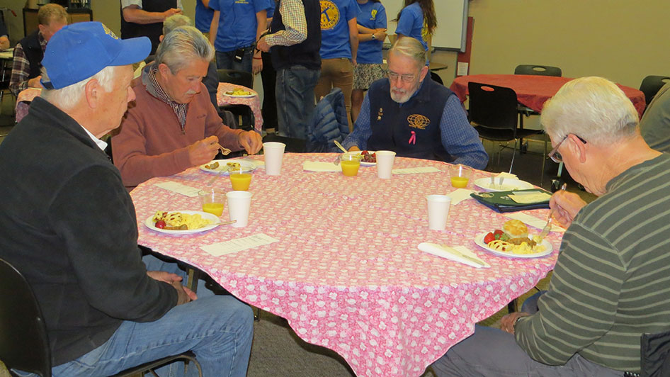 2015-05-07-Key-Club-Annual-Kiwanis-Breakfast-07